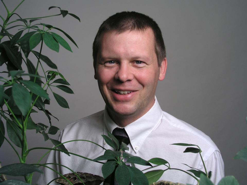 Headshot of Dr. David Osgood