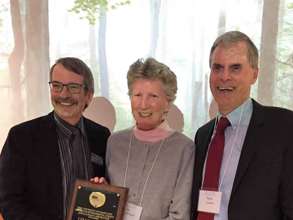 Image of Liz McDowell with Dr. Eric Davidson and Dr. Peter Goodwin of UMCES