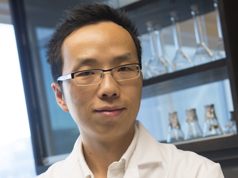 Yantao Li in his lab