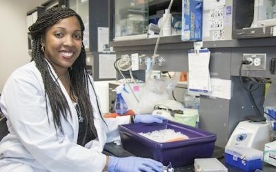 Graduate student Shadaesha Green in the lab.