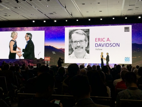 Photo of Eric Davidson receiving acknowledgement as an AGU Fellow at the December 2019 annual meeting