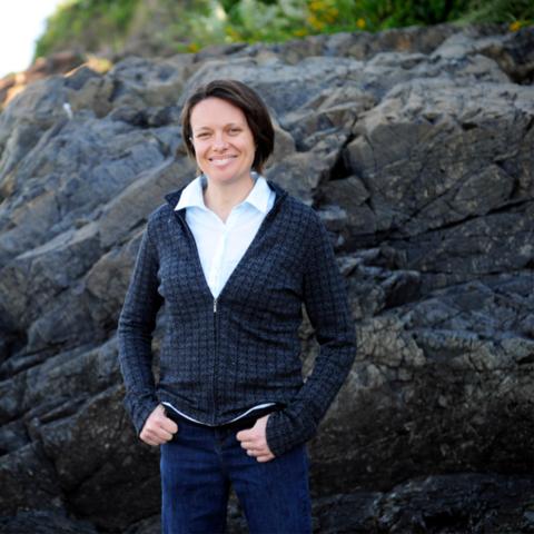 Katie Lotterhos standing in front of rocks