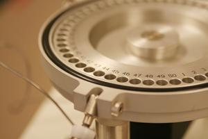 Close up image of elemental analyzer autosampler